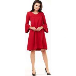 Czerwona Sukienka Wizytowa o Luźnym Kroju z Falbankami przy Rękawach. Czerwone sukienki dzianinowe Molly.pl, na co dzień, l, wizytowe, z falbankami, w kształcie a. Za 139,90 zł.