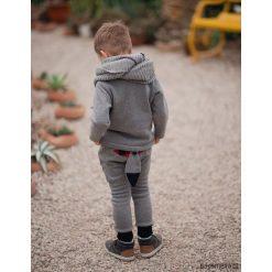 Komplet dla dziecka Wilczek, niemowlę. Szare spodnie niemowlęce Pakamera, z aplikacjami, z bawełny. Za 127,00 zł.