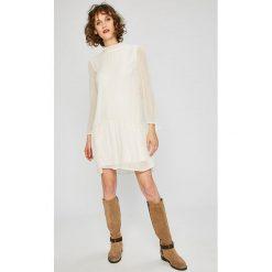 Tommy Jeans - Sukienka. Szare sukienki mini marki Tommy Jeans, na co dzień, l, z jeansu, casualowe. W wyprzedaży za 469,90 zł.