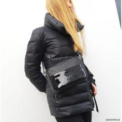 Mała czarna skórzana torebka z kieszonką. Czarne torebki klasyczne damskie Pakamera, ze skóry, małe. Za 199,00 zł.