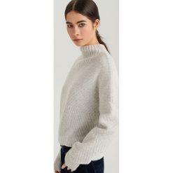 Sweter ze stójką ReDesign - Jasny szar. Niebieskie swetry klasyczne damskie marki ARTENGO, z elastanu, ze stójką. Za 199,99 zł.