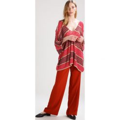 Swetry klasyczne damskie: MARCIANO LOS ANGELES FANTASY Sweter pink/beige