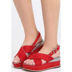 Czerwone Sandały Halfway To Paradise. Czerwone sandały damskie marki Born2be, z materiału, na koturnie. Za 69,99 zł.