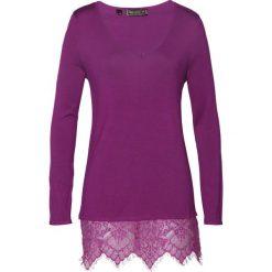 Sweter z koronką bonprix fiołkowy. Fioletowe swetry klasyczne damskie marki bonprix, z koronki. Za 99,99 zł.