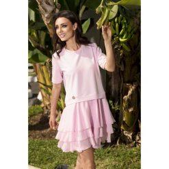 Zjawiskowa sukienka mini pudrowy róż CATALINA. Czerwone sukienki balowe marki Lemoniade, na co dzień, z bawełny, z okrągłym kołnierzem, mini. Za 159,90 zł.