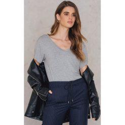 Rut&Circle T-shirt V Alina - Grey. Szare t-shirty damskie Rut&Circle, z elastanu. Za 64,95 zł.