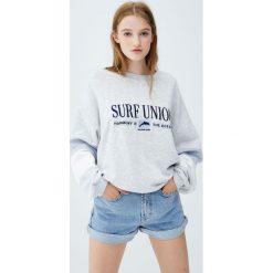 Bluzy damskie: Bluza z surfingowym motywem i panelami na rękawach