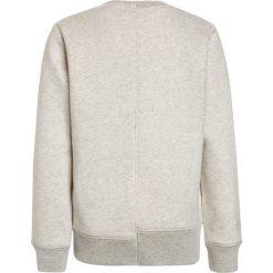 Scotch Shrunk CUT & SEWN CREWNECK  Bluza ecru melange. Szare bluzy chłopięce marki Scotch Shrunk, z bawełny. W wyprzedaży za 224,10 zł.