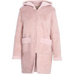 Różowy Płaszcz Support. Czerwone płaszcze damskie zimowe marki Cropp, l. Za 179,99 zł.