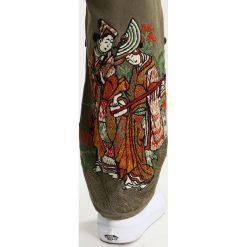 Spodnie męskie: Maharishi HOKKAIDO EMBROIDERED Spodnie materiałowe maha olive