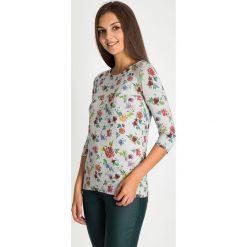 Bluzki, topy, tuniki: Szara bluzka w kwiaty z rękawem 3/4 QUIOSQUE