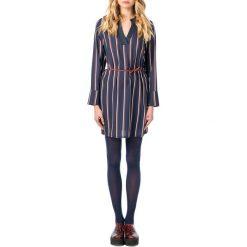 Długie sukienki: Prosta krótka sukienka ze wzorem w paski