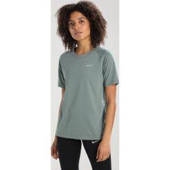 Nike Performance BREATHE TAILWIND Tshirt basic clay green/reflective silver. Zielone t-shirty damskie Nike Performance, xs, z bawełny. Za 169,00 zł.