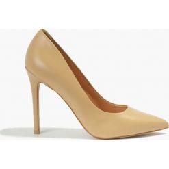 Czółenka beżowe Donna. Brązowe buty ślubne damskie Badura. Za 319,99 zł.