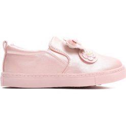 Różowe Slip On Look Fine. Czerwone buty sportowe dziewczęce marki Born2be, z materiału, z okrągłym noskiem. Za 49,99 zł.