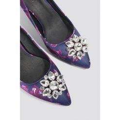 Buty ślubne damskie: NA-KD Shoes Satynowe czółenka z kwiatowym deseniem - Purple,Multicolor,Navy