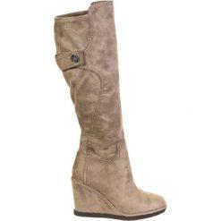 Kozaki w kolorze taupe. Czarne buty zimowe damskie marki Born2be, z materiału, z okrągłym noskiem, na niskim obcasie, na koturnie. W wyprzedaży za 569,95 zł.