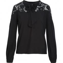 Czarna Koszula Mysteriously. Czarne koszule wiązane damskie marki Born2be, l, z tkaniny, dekolt w kształcie v, z długim rękawem. Za 59,99 zł.