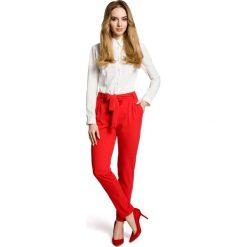 VENTURA Spodnie chino z paskiem - czerwone. Czerwone chinosy damskie Moe. Za 139,99 zł.