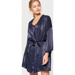 Szlafrok z koronką - Granatowy. Niebieskie szlafroki kimona damskie Mohito, l, w koronkowe wzory, z koronki. W wyprzedaży za 59,99 zł.