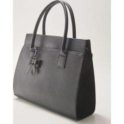 Torba typu tote z brelokiem - Czarny. Czarne torebki klasyczne damskie House, z breloczkiem. Za 89,99 zł.