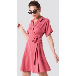Trendyol Kopertowa sukienka midi - Pink. Brązowe sukienki z falbanami marki Mohito, l, z kopertowym dekoltem, kopertowe. Za 121,95 zł.