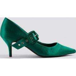NA-KD Shoes Satynowe czółenka z klamrą - Green. Zielone buty ślubne damskie marki NA-KD Shoes, z nadrukiem, z satyny, na niskim obcasie, na obcasie. W wyprzedaży za 113,37 zł.