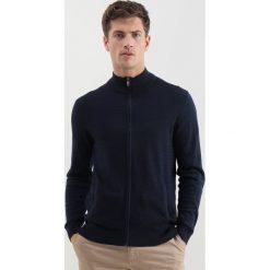 Swetry rozpinane męskie: Cortefiel TEXTURED CARDIGAN Kardigan marine blue
