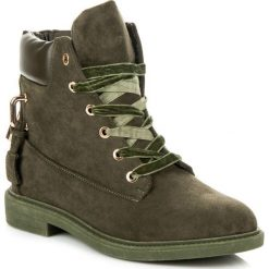 Zamszowe workery wiązane wstążką ISABELLE. Zielone botki damskie na zamek Ideal Shoes, z zamszu. Za 133,90 zł.
