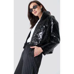 NA-KD Trend Kurtka Patent Short - Black. Białe kurtki damskie marki NA-KD Trend, z nadrukiem, z jersey, z okrągłym kołnierzem. Za 242,95 zł.