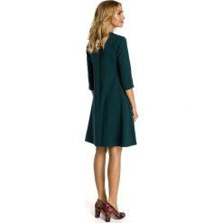 ELYSE Sukienka z kontrafałdą pod biustem - zielona. Zielone sukienki balowe Moe, rozkloszowane. Za 159,90 zł.