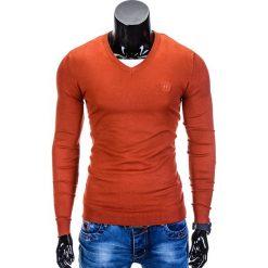 SWETER MĘSKI E74 - CEGLASTY. Czerwone swetry klasyczne męskie Ombre Clothing, m, z bawełny, z dekoltem w serek. Za 49,00 zł.