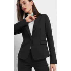 Taliowany żakiet. Czarne marynarki i żakiety damskie marki Orsay, xs, z bawełny, z dekoltem na plecach. Za 119,99 zł.