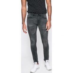Only & Sons - Jeansy Noos. Szare jeansy męskie regular Only & Sons, z aplikacjami, z bawełny. W wyprzedaży za 89,90 zł.