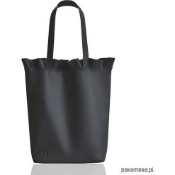 Shopper bag damskie: Skórzana torba na ramię z falbanką czarna