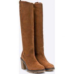 Bugatti - Kozaki. Brązowe buty zimowe damskie marki Kazar, ze skóry, przed kolano, na wysokim obcasie. W wyprzedaży za 299,90 zł.