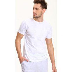 T-SHIRT MĘSKI W PASKI W STYLU MARYNISTYCZNYM. Szare t-shirty męskie marki Top Secret, m, w paski, z bawełny. Za 34,99 zł.
