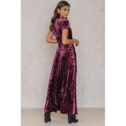 Sukienki: NA-KD Party Aksamitna sukienka z głębokim dekoltem – Red,Purple