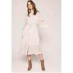 Answear - Sukienka. Szare długie sukienki marki ANSWEAR, na co dzień, l, z dzianiny, casualowe, z okrągłym kołnierzem. W wyprzedaży za 149,90 zł.