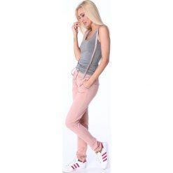 Spodnie dresowe damskie: Spodnie z paskami dresowe pudrowe 1714