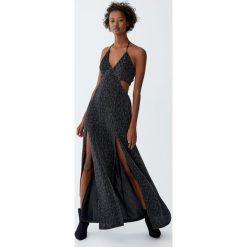 Długa metaliczna sukienka z rozcięciami. Czarne długie sukienki Pull&Bear, z długim rękawem. Za 139,00 zł.