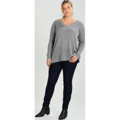 Swetry klasyczne damskie: Zizzi Sweter grey