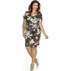 Elegancka Sukienka w Kwiaty Plus Size z Założeniem Kopertowym. Brązowe sukienki balowe marki Molly.pl, do pracy, plus size, w kwiaty, z tkaniny, z kopertowym dekoltem, plus size, z krótkim rękawem, mini, kopertowe. Za 209,90 zł.
