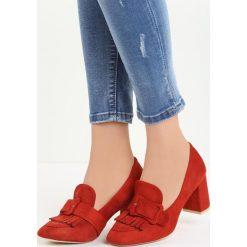 Pomarańczowe Czółenka Merrick. Brązowe buty ślubne damskie marki Born2be, w paski, ze skóry, z okrągłym noskiem, na słupku. Za 69,99 zł.