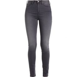 Lee SKYLER Jeans Skinny Fit pale grey. Szare rurki damskie Lee. W wyprzedaży za 255,20 zł.