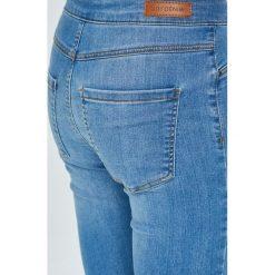 Jacqueline de Yong - Jeansy Ella. Niebieskie jeansy damskie rurki marki Jacqueline de Yong, z bawełny. Za 119,90 zł.