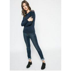 Levi's - Jeansy 721. Brązowe jeansy damskie marki Levi's®, z denimu, z podwyższonym stanem. W wyprzedaży za 229,90 zł.