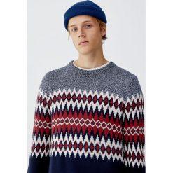 Żakardowy sweter z panelami. Zielone swetry klasyczne męskie Pull&Bear, m, z żakardem. Za 89,90 zł.