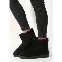 Czarne Śniegowce What's Going On. Czarne buty zimowe damskie vices, z materiału, z okrągłym noskiem, na obcasie. Za 89,99 zł.