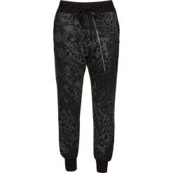 Spodnie dresowe bonprix czarny - leo. Czarne spodnie dresowe damskie marki KIPSTA, l, z bawełny, na fitness i siłownię. Za 79,99 zł.